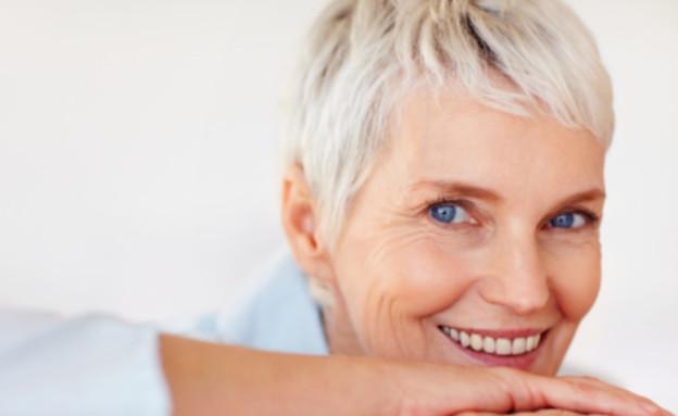 אישה מבוגרת שמחה (צילום: istockphoto)