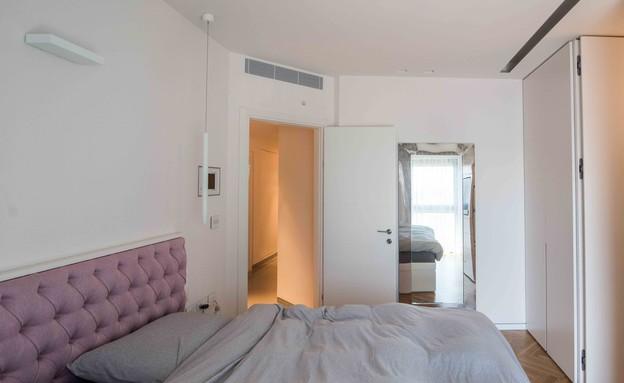 דירה במגדל דבליו 18, חדר השינה של הדיירת (צילום: גלעד רדט)