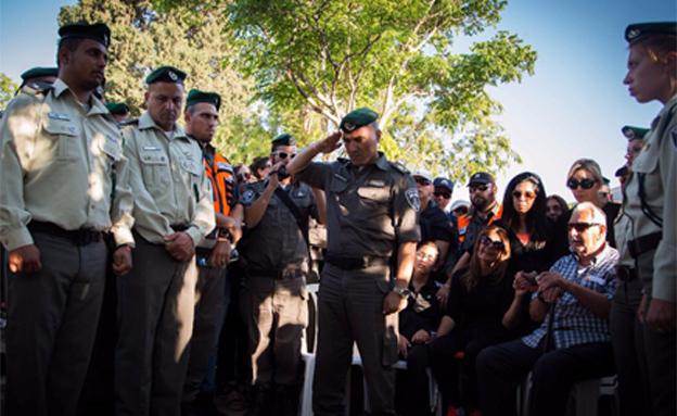 """מאות הגיעו ללוות את טל ז""""ל בדרכו האחרונה (צילום: חטיבת דובר המשטרה)"""