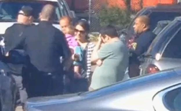 האב קלט ששכח את בתו באוטו (צילום: youtube)