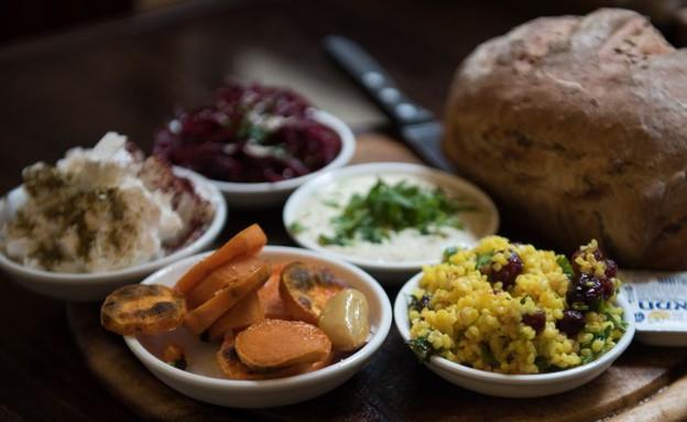 סעודה בגן עדן לחם צפת (צילום: נמרוד סונדרס,  יחסי ציבור )