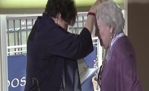 שירלי והרבה עליזה (צילום: cnn)