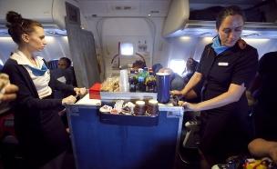 דיילות בטיסת ארקיע (צילום: דודו בכר, TheMarker)