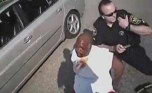 תיעוד: גבר שלקה בשבץ הותקף בידי שוטרים