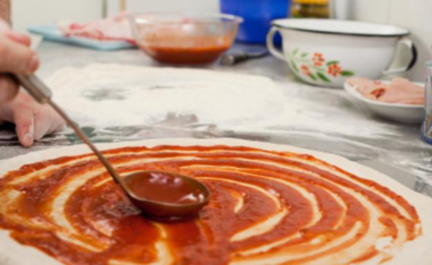 פיצה ביתית - הבצק (צילום: שירן כרמל, בית ספר לקולינריה - בישולים)