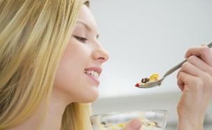 אישה אוכלת דייסה (צילום: אימג'בנק / Thinkstock)