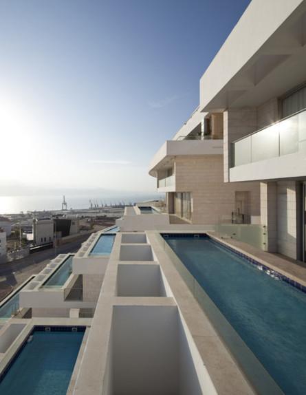 בריכות גג 07, כל דירה זוכה למרפסת עם בריכה