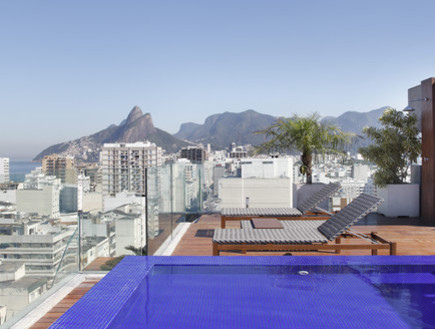 בריכות גג 10, גם נוף אורבני וגם נוף לים