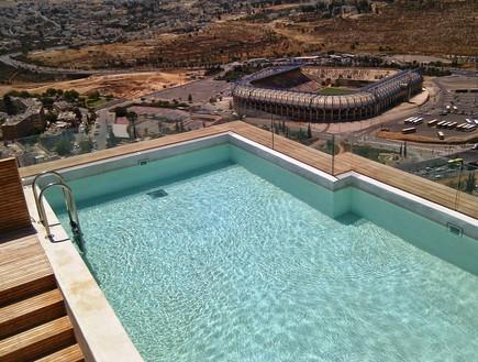 בריכות גג 09, בריכה בקומה גבוהה על הר ירושלמי