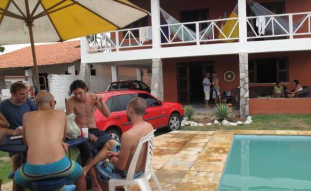 בית שמציע לינה לגולשי ספות בברזיל (צילום: Maria Silveira Neto)