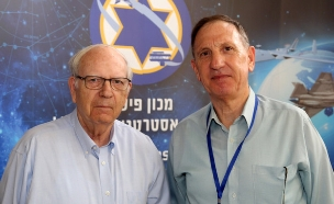 אסף אגמון ואפרים הלוי בכנס (צילום: סיון פרג', מכון פישר)