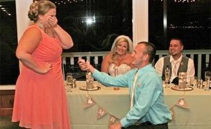הצעת הנישואים - באמצע החתונה (צילום: דיילי מייל)