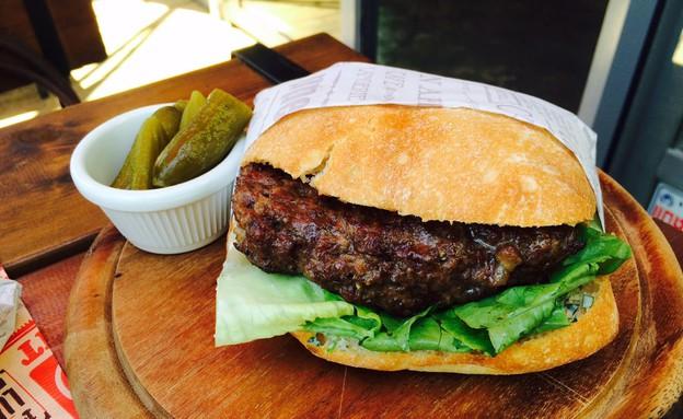 """B12 MEAT STATION המבורגר (צילום: עידית נרקיס כ""""ץ, אוכל טוב)"""