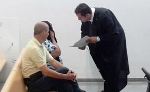 הסייעת יחד עם בעלה ועורך דינה (צילום: חדשות 2)