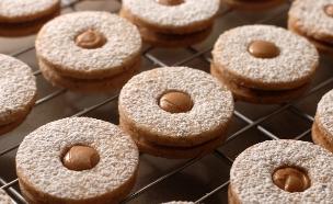 עוגיות לינזר לוטוס (צילום: נועם בסט, אוכל טוב)