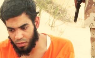 """דאע""""ש מוציאים להורג סוכן מוסד (צילום: מתוך הסרטון של דאע""""ש)"""