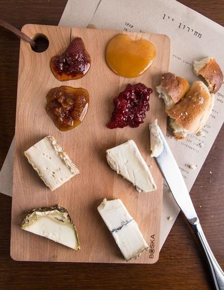 צלחת גבינות, מסעדת דוק