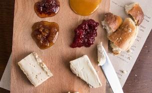 צלחת גבינות, מסעדת דוק (צילום: שרית גופן, יחסי ציבור)