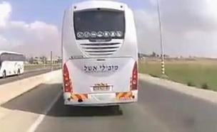 צפו: אוטובוס חוסם מעבר אמבולנס