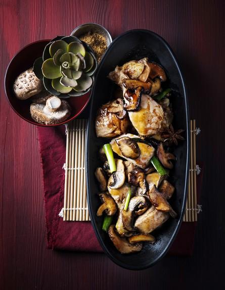 עוף בבישול אדום (צילום: בן יוסטר, על השולחן)