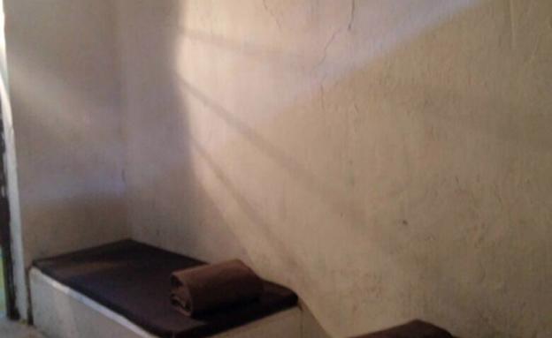 """מיטות מבטון באגף (צילום: דובר צה""""ל)"""