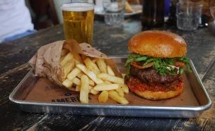אמריקה בורגרס המבורגר (צילום: רועי הנדלס,  יחסי ציבור )
