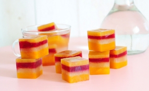 קוביות קרח פירות לילדים (צילום: שרית נובק - מיס פטל, אוכל טוב)