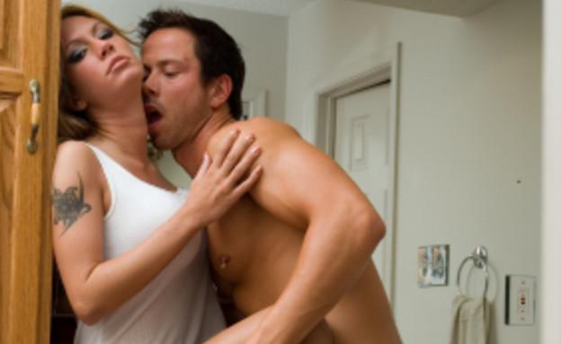 סקס בשירותים (צילום: istockphoto)