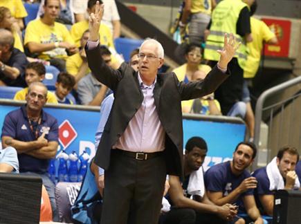 נסיון רב בעמדת המאמן. שיבק (אלן שיבר) (צילום: ספורט 5)
