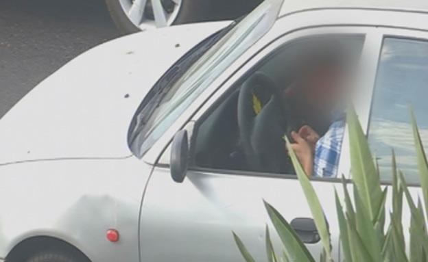 מסמסים בזמן נהיגה (צילום: חדשות 2)