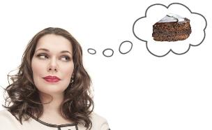 אישה חולמת על עוגה (צילום: אימג'בנק / Thinkstock)