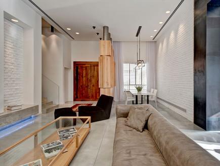 קרן מימון, ריצוף בטון מוחלק, קירות לבנים ותאורה כללית הנשענת ברובה