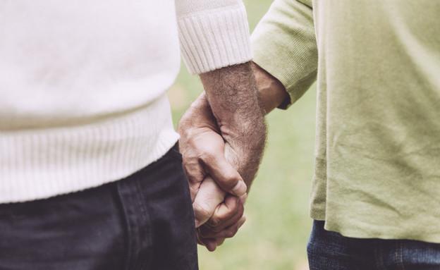 זוג הומואים יד ביד (צילום: thinkstock)