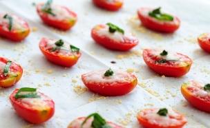 עגבניות עם פרמז'ן (צילום: שרית נובק - מיס פטל, אוכל טוב)