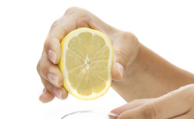טיפים לניקיון 04, קערת מים ומיץ לימון לניקיון המיקרוגל (צילום: אימג'בנק  Thinkstock)