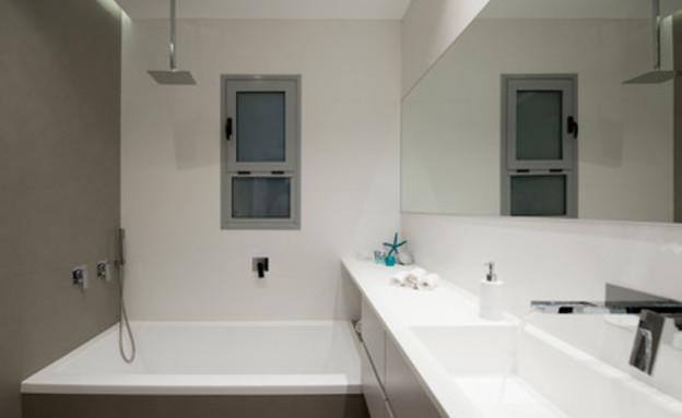 טיפים לניקיון 10, לשמור על קירות חדרי הרחצה נקיים מעובש (צילום: גדעון לוין)