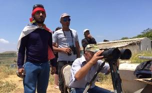 דרוזים בגולן משקיפים על סוריה (צילום: חדשות 2)