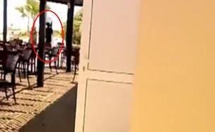 תיעוד מתו המלון: רגע אחרי שהחלה המתקפה (צילום: SKYNEWS)