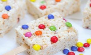 ארטיק פצפוצי אורז וסוכריות  (צילום: שרית נובק - מיס פטל, אוכל טוב)
