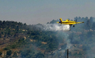 מטוס כיבוי שריפה מעלה החמישה (צילום: חדשות 2)