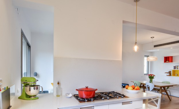 אסנת ברוקמן, מטבח  (צילום: אילן לופו)