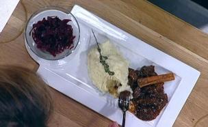 קטיה – נזיד בלגי של בקר לצד פירה וקומפוט כרוב (צילום: מתוך מאסטר שף 5, שידורי קשת)