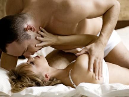 זוג במיטה- סקס