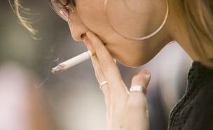עישון סיגריות (צילום: אימג'בנק / Thinkstock)