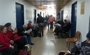 חולים ממתינים במסדרון (צילום: חדשות 2)