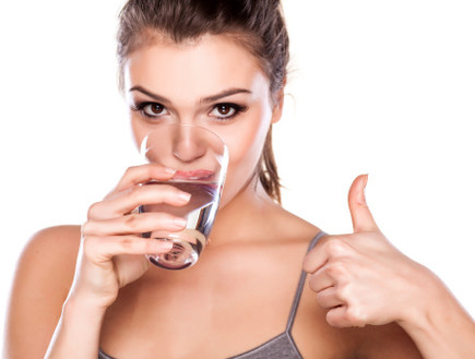 מחקר: שתיית חלב תורמת לשריפת שומן