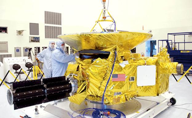 """הגשושית """"ניו הורייזונס"""" לפני שיגורה לחלל (צילום: נאס""""א)"""