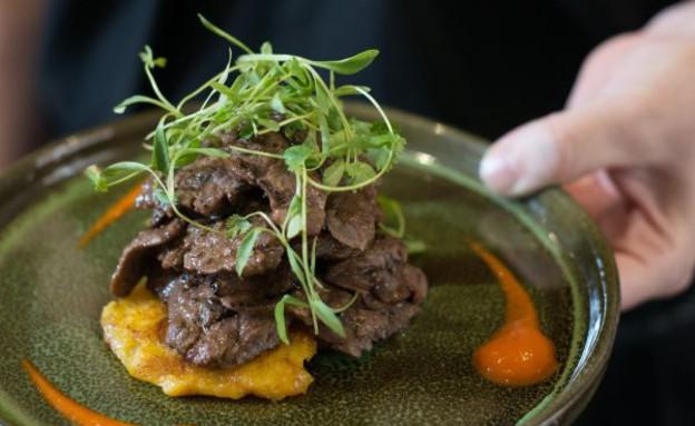 לה אוטרה סטייק מינוט במרינדה של תבלינים ג (צילום: נמרוד סונדרס, אוכל טוב)