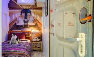 דירת רווק יפו, חדר שינה גובה (צילום: אדריאן דודה)