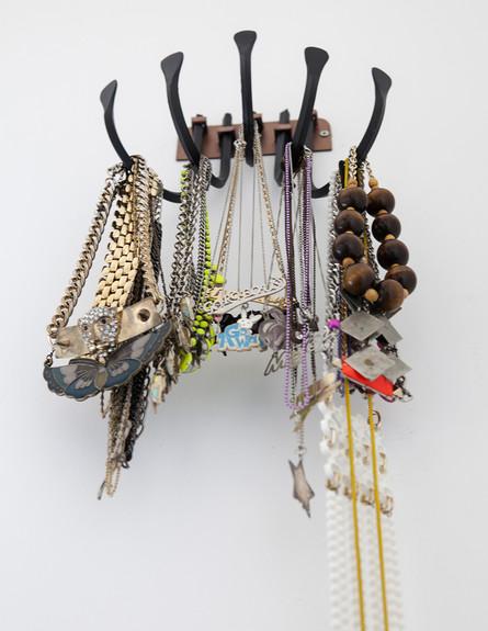 הביתה של גילת, ג, תכשיטים  (צילום: הגר דופלט)